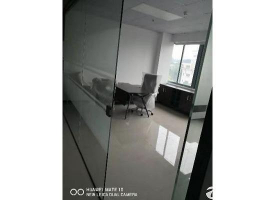 坪山体育馆对面精装修办公室80平起租,可拧包入住
